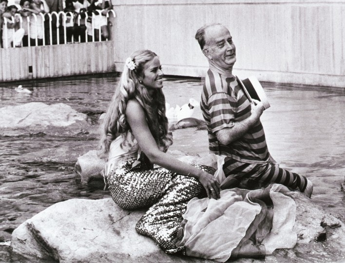 1978: Former Baltimore mayor William Donald Schaefer with a mermaid at the aquarium. (Lloyd Pearson/Baltimore Sun)