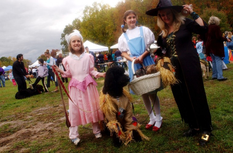 "Lexi Adams, 8, Cara Heilveil, 11, Leslie Devos and dogs - Alfie, Mia and Sabrina - dressed as the cast the ""Wizard of Oz"" at the fifth annual Howl-O-Ween Barkin Bash at Quiet Waters Park on October 28, 2006. The Annapolis, MD. event featured doggie vendors, canine rescue groups and a costume competition. (Colby Ware/Baltimore Sun)"