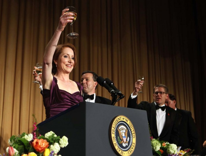 White House Correspondents' Association President and Reuters correspondent Caren Bohan (L) offers a toast to U.S. President Barack Obama at the White House Correspondents' Association annual dinner in Washington April 28, 2012. (Larry Downing/Reuters)