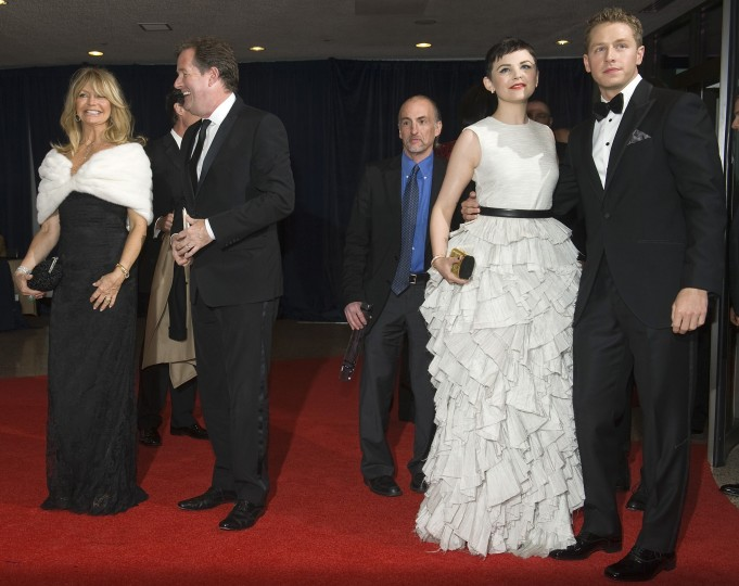 Actress Goldie Hawn (L), television presenter Piers Morgan (2nd L), actress Ginnifer Goodwin (2nd R) and actor Josh Dallas share the red carpet at the annual White House Correspondents' Association Dinner at the Washington Hilton in Washington April 28, 2012. (Jonathan Ernst/Reuters)