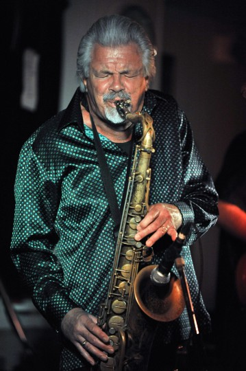 Terry Hanck blows the tenor sax during his performance for the Baltimore Blues Society while his band keeps time. (Robert K. Hamilton/Baltimore Sun)
