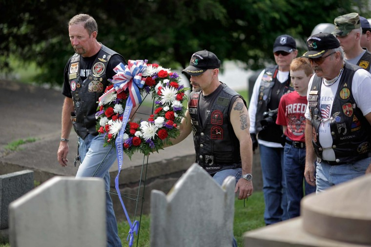 U.S. military veterans Carlos Hollifield (L) of Knoxville, Tennessee, Billy Riley of Union County, New Jersey, and others carry a wreath before placing it at the grave of an unknown Union solider who died during the Civil War during a ceremony at the Congressional Cemetery May 25, 2012 in Washington, DC. (Chip Somodevilla/Getty Images)