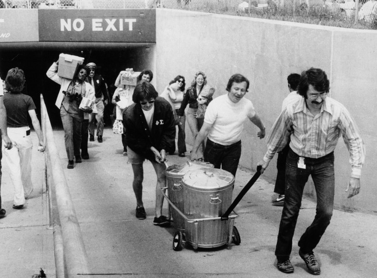 Preakness goers enter the infield with supplies before the 1975 race. (George Cook/Baltimore Sun)