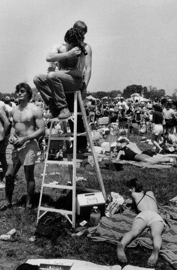 Mike Murphy enjoys the infield scenery from atop a ladder, not missing much with his field glasses before running of the 1982 Preakness. (Weyman Swagger/Baltimore Sun)