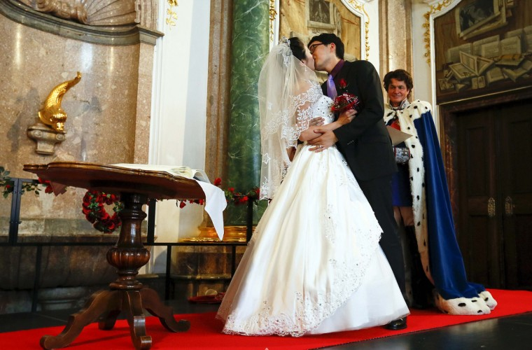 A Chinese couple kiss after their symbolic wedding in Fuessen, Germany. (Michael Dalder/Reuters photo)