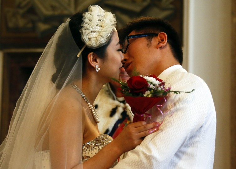 A Chinese couple kiss after their symbolic wedding in Fuessen. (Michael Dalder/Reuters photo)