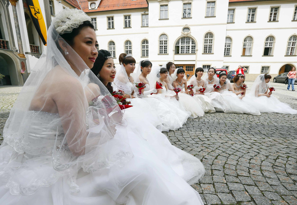 Chinese couples get hitched…German style
