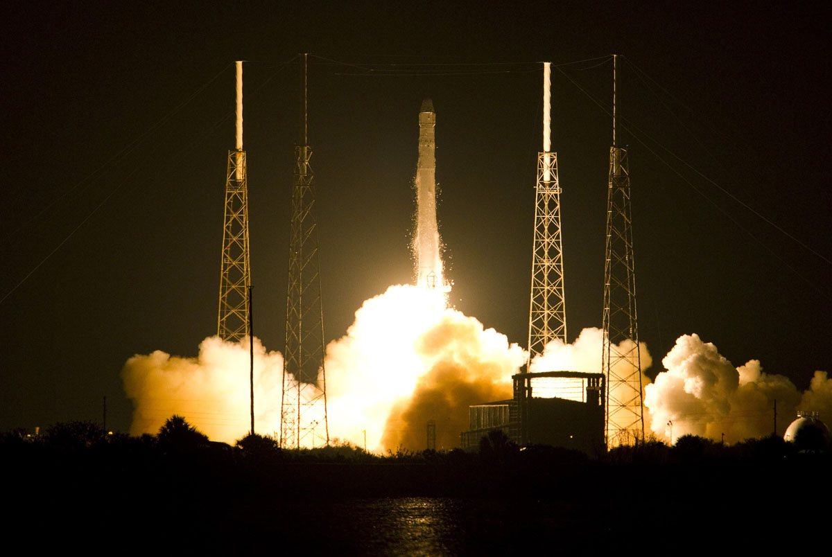 May 22, 2012: The SpaceX Falcon 9 test rocket lifts off