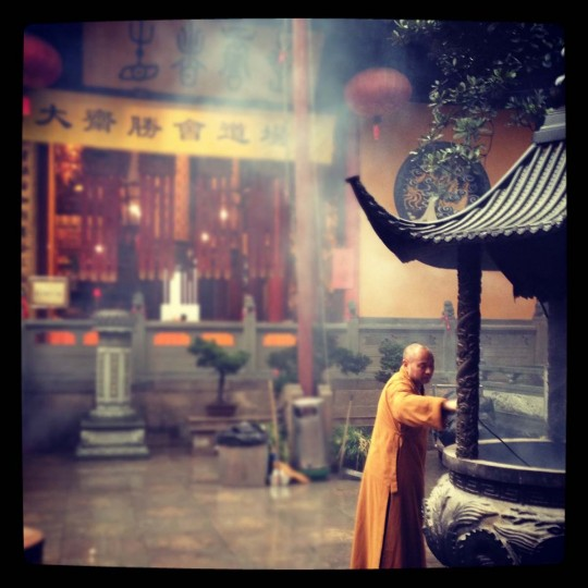 A monk at Jade Buddha Temple. (Credit: Scott and Pam Gorsuch)