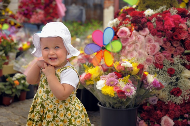 Sadie Gunderson, 14 months, enjoys the sights with her father Jeremy Gunderson of Baltimore during the annual Baltimore Flower Mart in Mount Vernon. (Karl Merton Ferron / Baltimore Sun Staff)