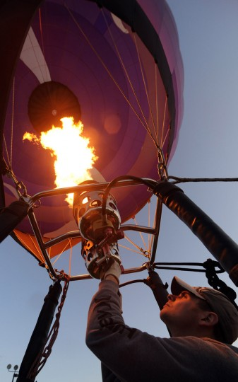 Nick Donner of Louisville, Kentucky, operates a balloon owned by Curves International. (Brian Krista/Patuxent Homestead)