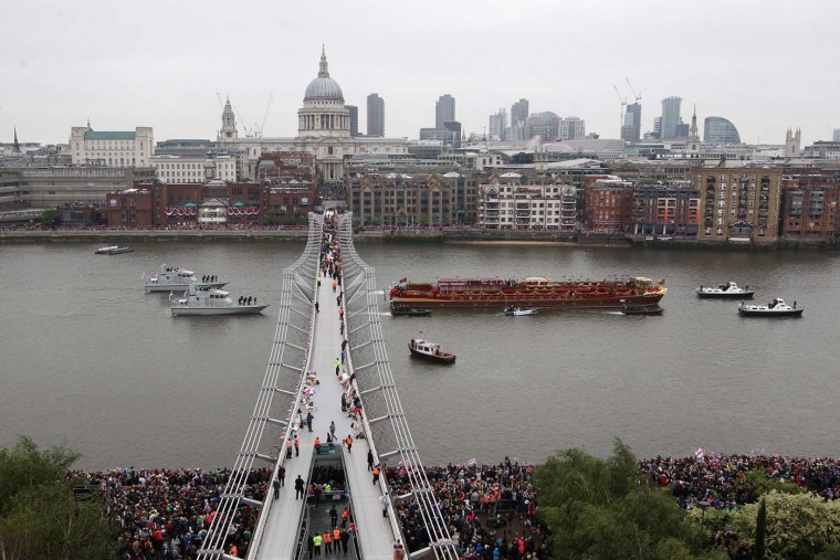 The Royal barge, The Spirit of Chartwell, carrying Queen Elizabeth II passes in front of St Paul's Cathedral during the Diamond Jubilee River Pageant on June 3, 2012 in London, England. (Oli Scarff/Getty Images)