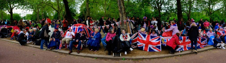Crowds begin to gather on the Mall prior to the Diamond Jubilee Buckingham Palace Concert on June 4, 2012 in London, England. (Gareth Cattermole/Getty Images)
