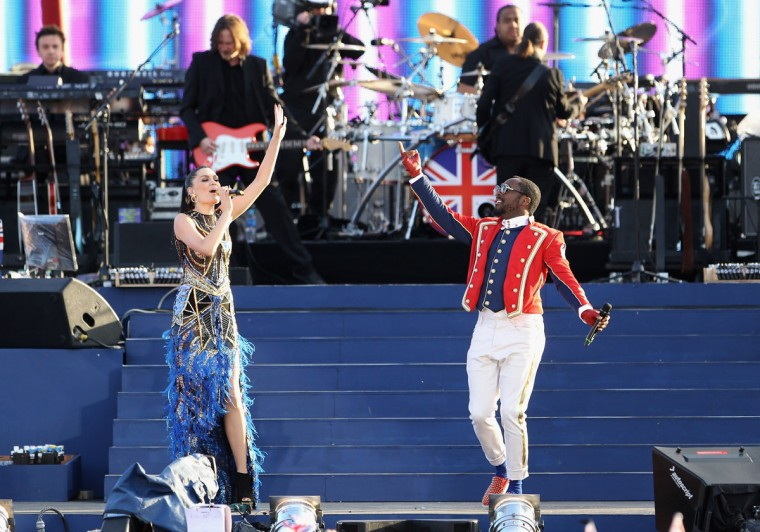 Jessie J and Will.i.am perform on stage during the Diamond Jubilee concert at Buckingham Palace on June 4, 2012 in London, England. For only the second time in its history the UK celebrates the Diamond Jubilee of a monarch. (Dan Kitwood/Getty Images)
