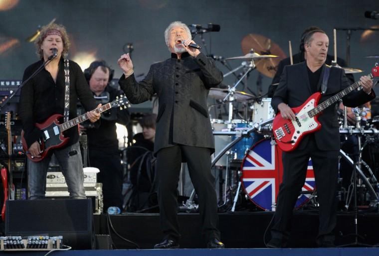 Sir Tom Jones performs on stage during the Diamond Jubilee concert at Buckingham Palace on June 4, 2012 in London, England. (Dan Kitwood/Getty Images)
