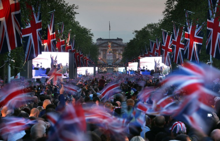 A large crowd fills The Mall in front of Buckingham Palace to watch The Diamond Jubilee Concert on June 4, 2012 in London, England. (Peter Macdiarmid/Getty Images)