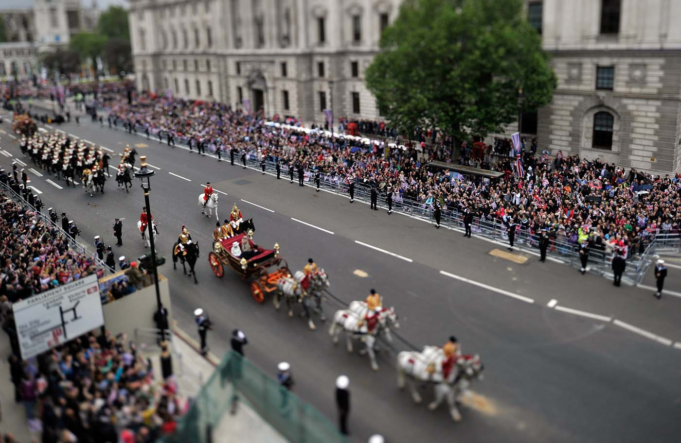 Queen Elizabeth II's Diamond Jubilee concludes with carriage procession, Thanksgiving service