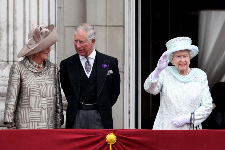 Camilla, Duchess of Cornwall, Prince Charles, Prince of Wales and Queen Elizabeth II waves on the balcony of Buckingham Palace after the service of thanksgiving at St.Paul's Cathedral on June 5, 2012 in London, England. (Oli Scarff/Getty Images)