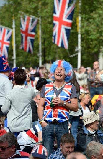 Spectators gather for the Queen's jubilee concert on the Mall outside Buckingham Palace in London, on June 4, 2012 .(Adrian Dennis/AFP/Getty Images)