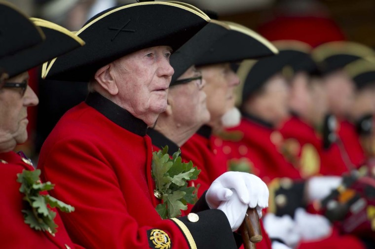 Chelsea Pensioners, British veteren soldiers, sit wearing their oak leaf sprigs during the annual Founder's Day Parade at the Royal Chelsea Hospital in London. (Miguel Medina/Getty Images)