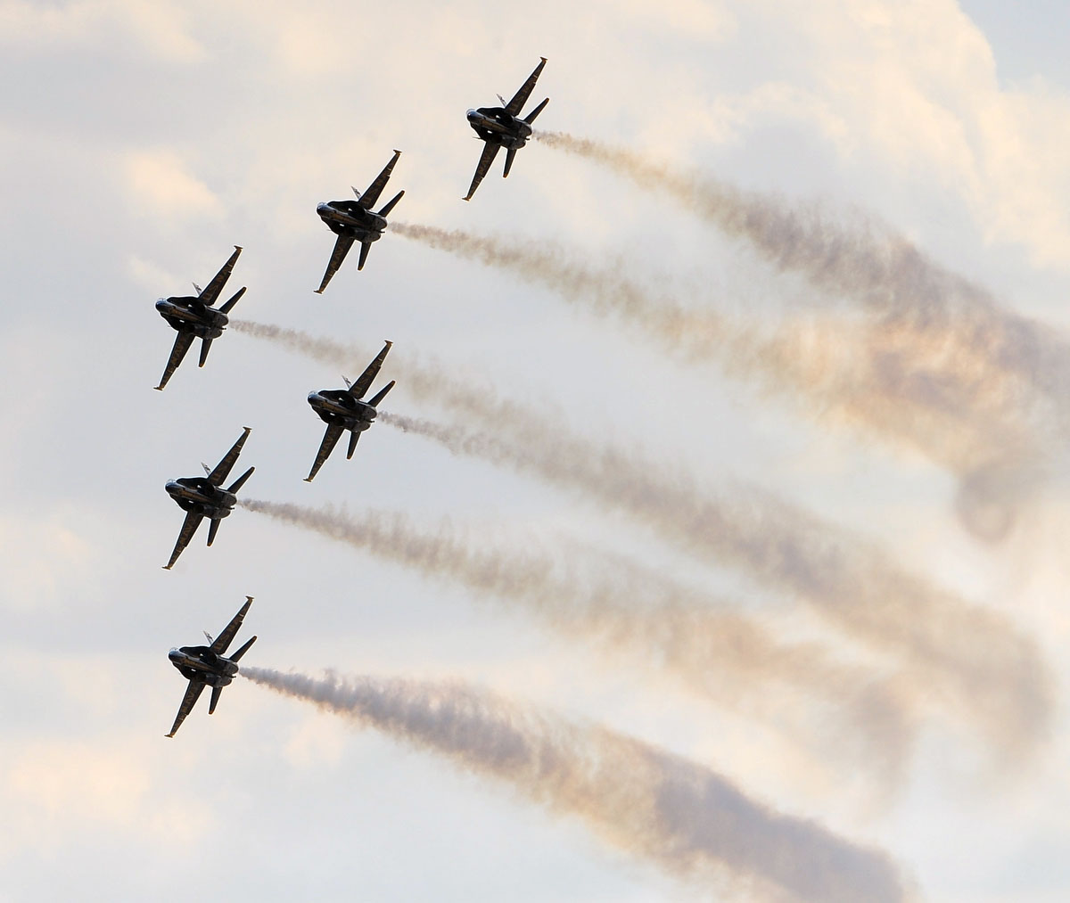 The Navy's Blue Angels practice for the air show over Fort McHenry. (Gene Sweeney Jr. /Sun Photographer)