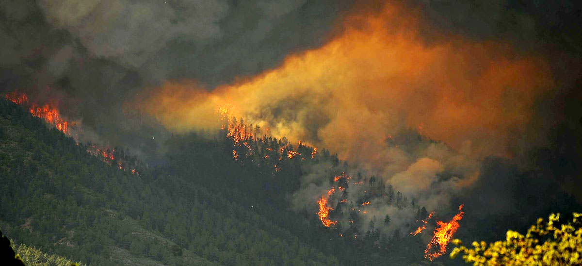JUNE 26: A firestorm of smoke and ash from the Waldo Canyon fire heads down the mountain towards Mountain Shadows neighborhood of Colorado Springs, Colorado Tuesday, June 26, 2012. (Jerilee Bennett/Colorado Springs Gazette/MCT)
