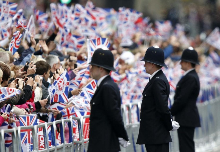 Spectators line Parliament Square to see the Queen in London June 5, 2012. (Kevin Coombs/Reuters)