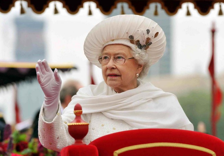 Britain's Queen Elizabeth waves from the Spirit of Chartwell during the Diamond Jubilee River Pageant on the River Thames, in London June 3, 2012. (John Stillwell/Reuters)
