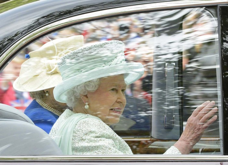 Britain's Queen Elizabeth is driven from Buckingham Palace for a Service of Thanksgiving to celebrate her Diamond Jubilee at St. Paul's Cathedral in London June 5, 2012. (Nigel Roddis/Reuters)