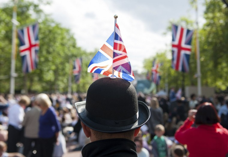 A man wears a bowler hat with a Union Flag as he waits on The Mall for the start of the Diamond Jubilee concert for Britain's Queen Elizabeth in London June 4, 2012. (Dominic Lipinski/Reuters)