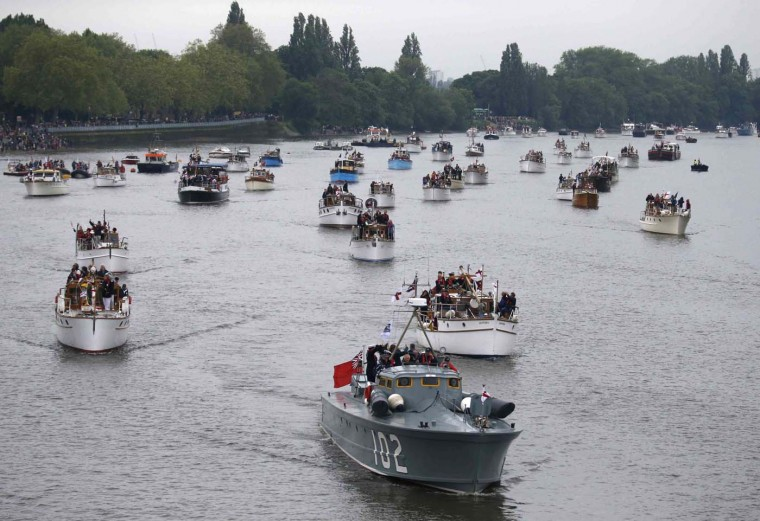Britain's Queen Elizabeth joins an armada of 1,000 boats in a gilded royal barge on Sunday in a spectacular highlight of four days of nationwide celebrations to mark her 60th year on the throne. (Kevin Coombs/Reuters)