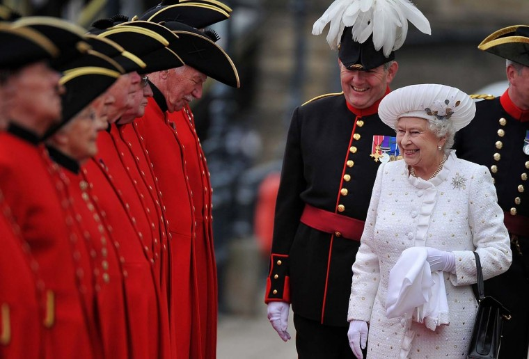 Britain's Queen Elizabeth is greeted by Chelsea Pensioners as she arrives at Chelsea Pier on the River Thames, in London June 3, 2012. (Bethany Clarke/Reuters)