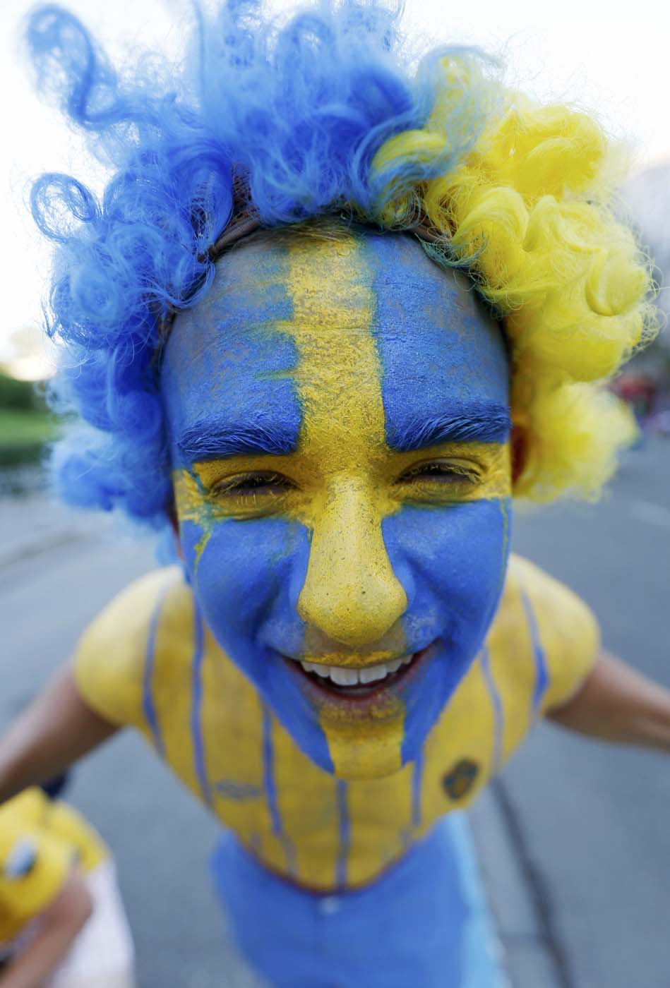 Sweden's soccer fan poses in the centre of Kiev before the Group D Euro 2012 soccer match between Sweden and France, June 19, 2012. (Eddie Keogh/Reuters)