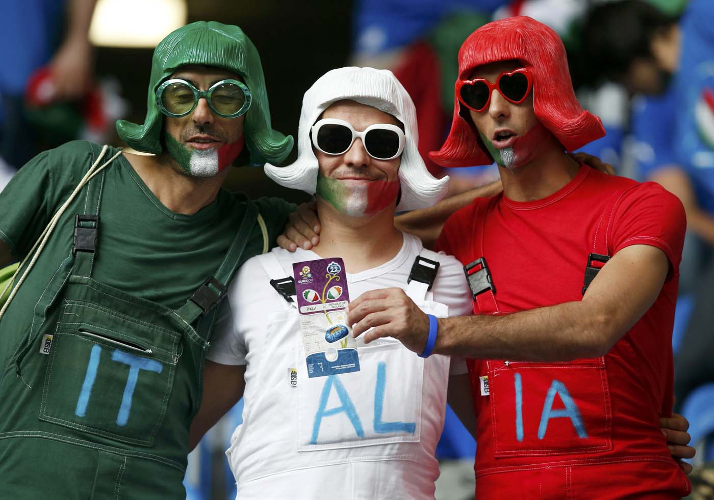 Italy's fans cheer before their Group C Euro 2012 soccer match against Ireland at the City stadium in Poznan, June 18, 2012. (Sergio Perez/Reuters)