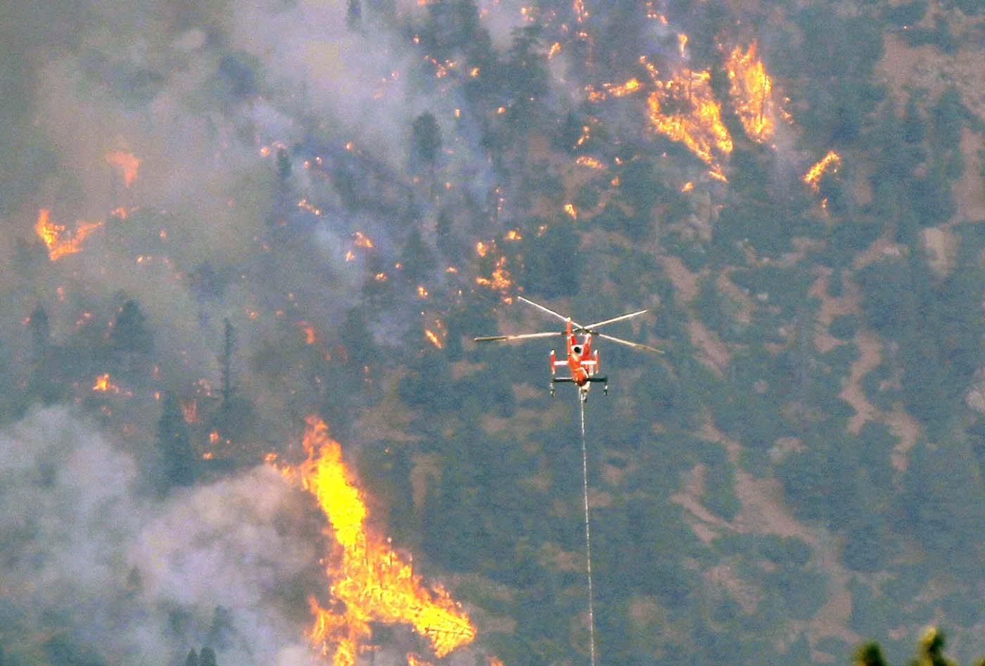 JUNE 26: A firefighting helicopter approaches the Waldo Canyon fire, west of Colorado Springs, in Colorado June 26, 2012. (Rick Wilking/Reuters)