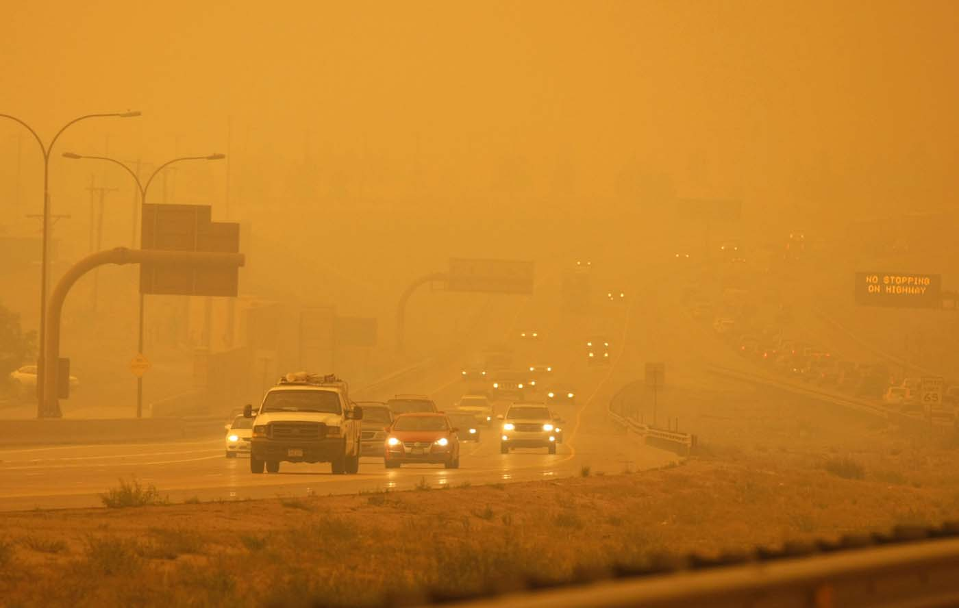 Smoke from the Waldo Canyon fire engulfs the I-25 north of Colorado Springs in Colorado June 26, 2012. (Rick Wilking/Reuters)