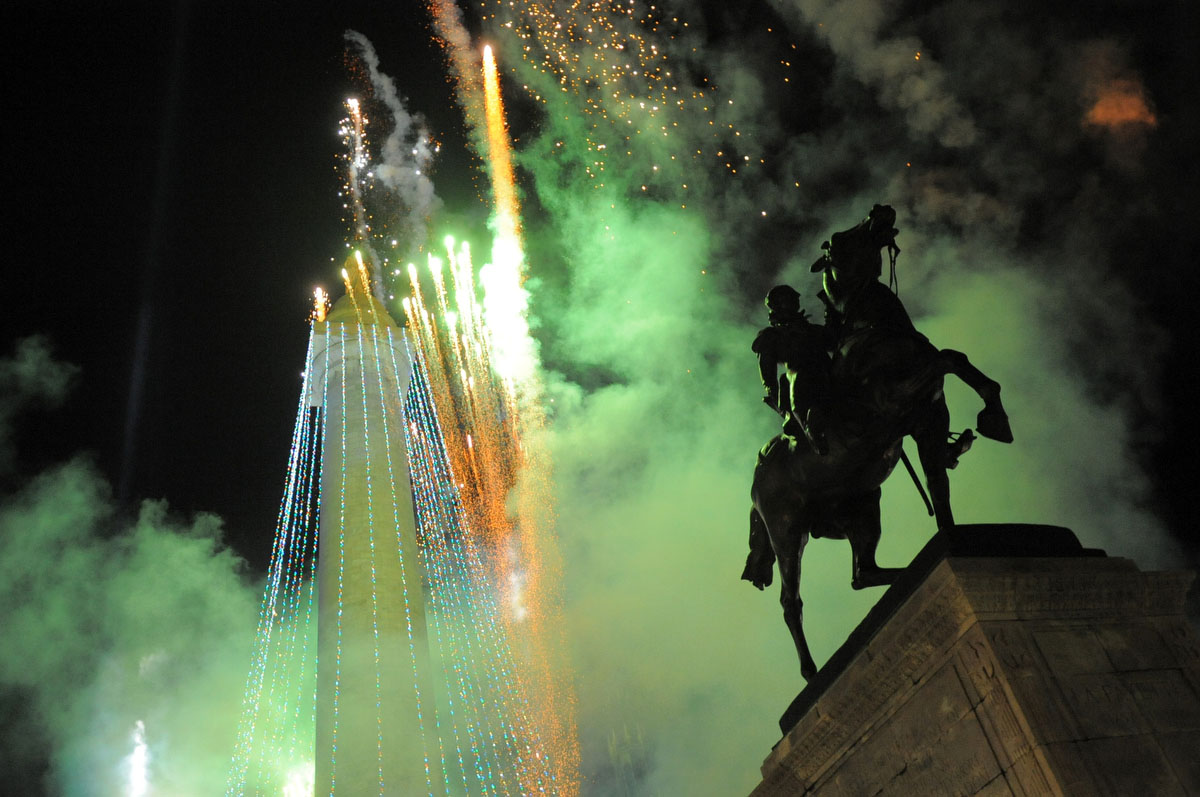 Mount Vernon Place celebrates the 39th annual lighting of the Washington Monument. Nikon D3, ISO 3200, f2.8 at 1/125 second. (Gabe Dinsmoor / The Baltimore Sun)