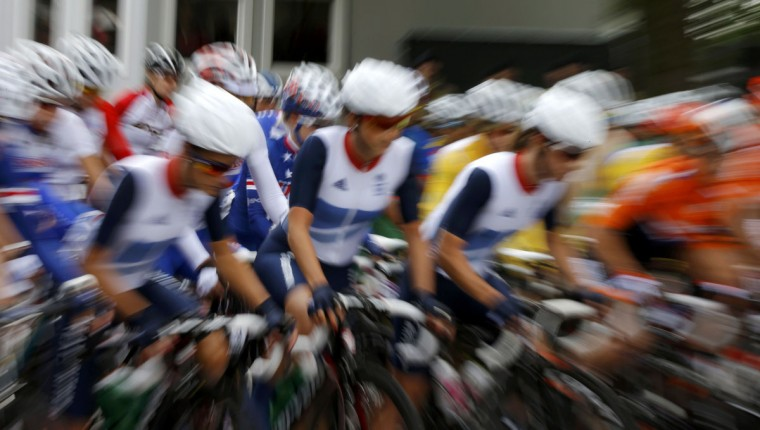 Cyclists start off in the women's cycling road race final at the London 2012 Olympic Games July 29, 2012. (Phil Noble/Reuters)