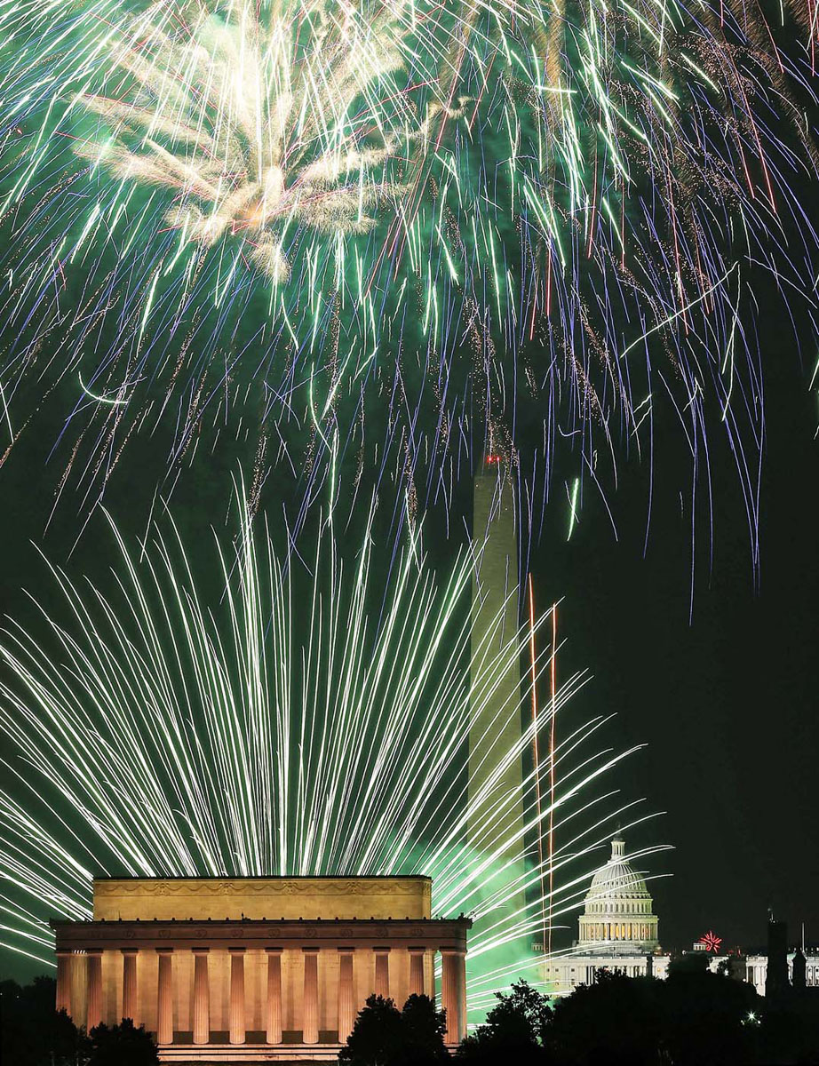 WASHINGTON, DC - JULY 04: Fireworks light up the sky over the Lincoln Memorial, Washington Monument, and the U.S. Capitol. (Mark Wilson/Getty Images)