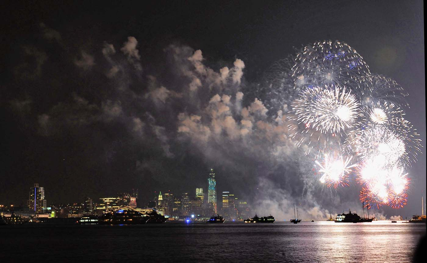 WEST NEW YORK, NJ - JULY 04: Fireworks are displayed during the 2012 Macy's Fireworks Spectacular over the Hudson River from Port Imperial. (Michael Loccisano/Getty Images)