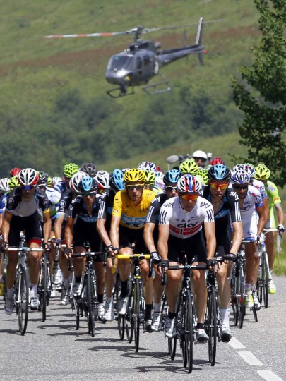 Sky Procycling rider and wearer of the leader's yellow jersey Bradley Wiggins of Britain (C) cycles with the pack during the 11th stage of the 99th Tour de France cycling race between Albertville and La Toussuire. (Bogdan Cristel/Reuters Photo)
