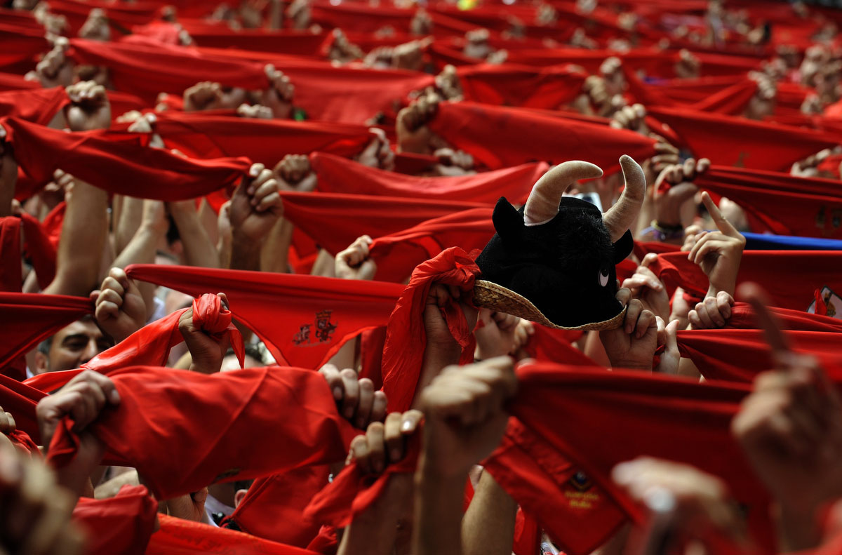 "Revellers hold up their red scarves during the start of the San Fermin Festival in Pamplona July 6, 2012. The annual festival, best known for its daily running of the bulls, kicked off on Friday with the traditional ""Chupinazo"" rocket launch and will run until July 14. (Eloy Alonso/Reuters photo) (SPAIN - Tags: SOCIETY ANNIVERSARY TPX IMAGES OF THE DAY) ORG XMIT: EAG02"