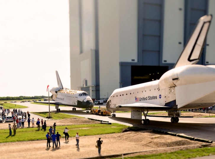 Space Shuttle Atlantis (L) and Endeavour face each other as they as Endeavour backs out of the Orbiter Processing Facility and Atlantis is moved out of the Vehicle Assembly Building in Cape Canaveral, Florida. Space shuttle Endeavour will be moved to the California Science Center as a permanent exhibit and Space shuttle Atlantis will be kept at the Kennedy Space Center Visitor Complex. ( Roberto Gonzalez/Getty Images)