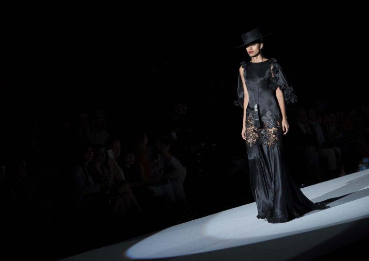 """A model presents an outfit during the """"Roberto Verino"""" spring-summer 2012 collection show at Cibeles Madrid Fashion Week in Madrid on August 31, 2012. (Dani Pozo/Getty Images)"""