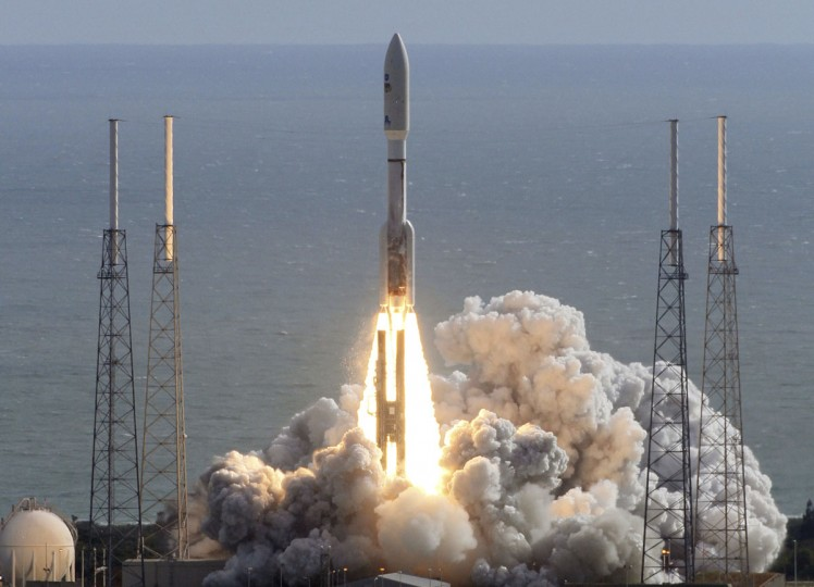 "November 26, 2011: An Atlas V rocket blasts off at Cape Canaveral carrying the biggest and baddest robot ever to land on another planet: an SUV-sized rover nicknamed ""Curiosity"" that comes equipped with a ""rock-zapping"" laser. This is the beginning of Curiosity's 354 million-mile journey to Mars. (RedHuber/OrlandoSentinel)"