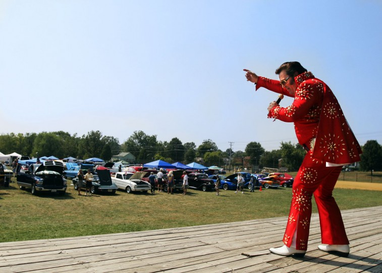 "September 8, 2007: Jim ""The Rockin Elvis"" Godbold performs for spectators at the Endless Summer Car and Motorcycle Show. (Sara Lewkowicz/Patuxent Publishing)"