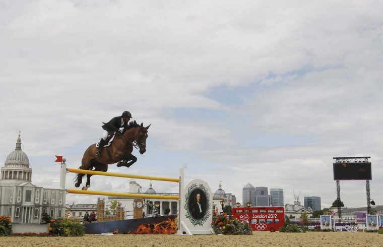Brazil's Alvaro Affonso de Miranda Neto rides Rahmannshof's Bogeno during the equestrian individual jumping second qualifier in Greenwich Park at the London 2012 Olympic Games August 5, 2012. (Mike Hutchings/Reuters)