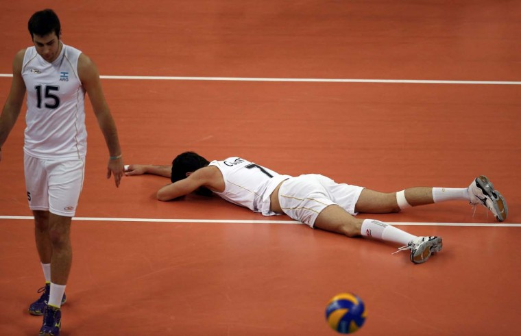 Argentina's Luciano de Cecco (R) and Facundo Conte react after a play against Poland during their men's Group A volleyball match at Earls Court during the London 2012 Olympic Games August 2, 2012. (Ivan Alvarado/Reuters)