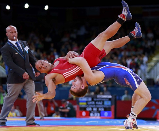 Charles Edward Betts of U.S. (in blue) fights with Micronesia'a Keitani Grahamon the Men's 84Kg Greco-Roman wrestling at the ExCel venue during the London 2012 Olympic Games August 6, 2012. (Adrees Latif/Reuters)