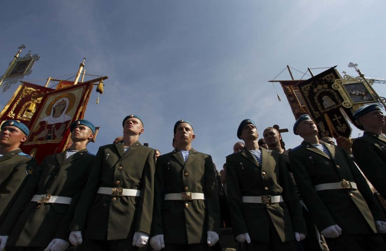 Russian paratroopers line up during a ceremony to commemorate Elijah the Prophet and mark the forces' annual holiday in central Moscow, August 2, 2012. (Maxim Shemetov/Reuters)